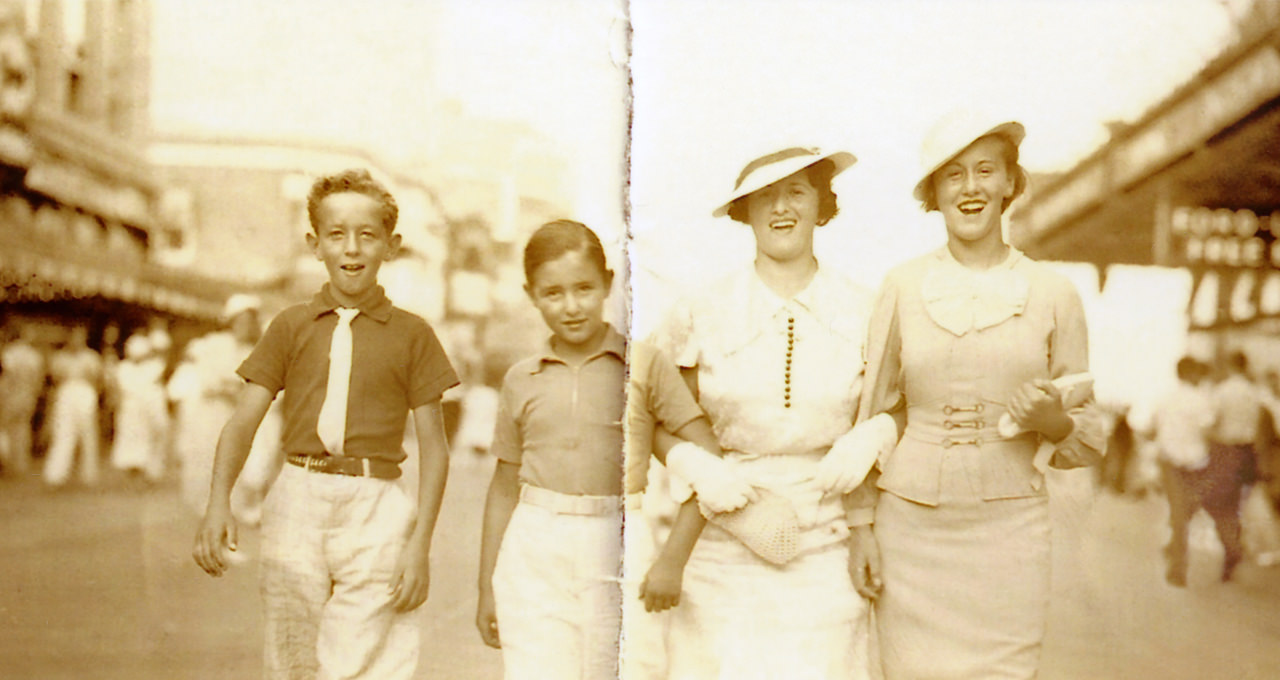 Irvin-Earl-with-Irvin's-sisters